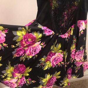 Betsey Johnson Dresses - Betsey Johnson Floral Dress Size 2